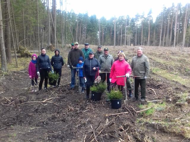 """Ukmergės lopšelio – darželio """"Eglutė"""" bendruomenė – nacionalinėje miško sodinimo akcijoje"""