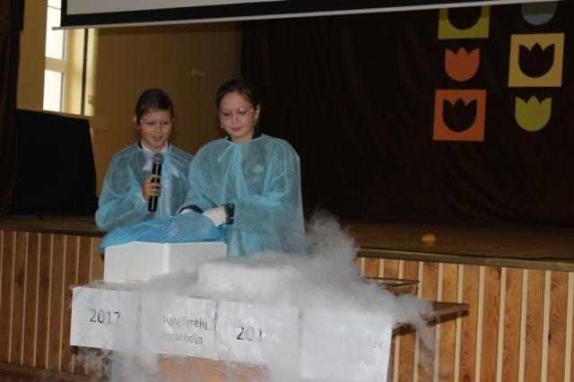"""Konferencija """"Jaunųjų tyrėjų laboratorija"""" Kretingos Marijono Daujoto mokykloje"""