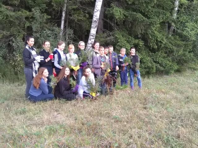 Ylakių gimnazijos ekologai tvarkymosi akcijoje Žematijos nac. parke