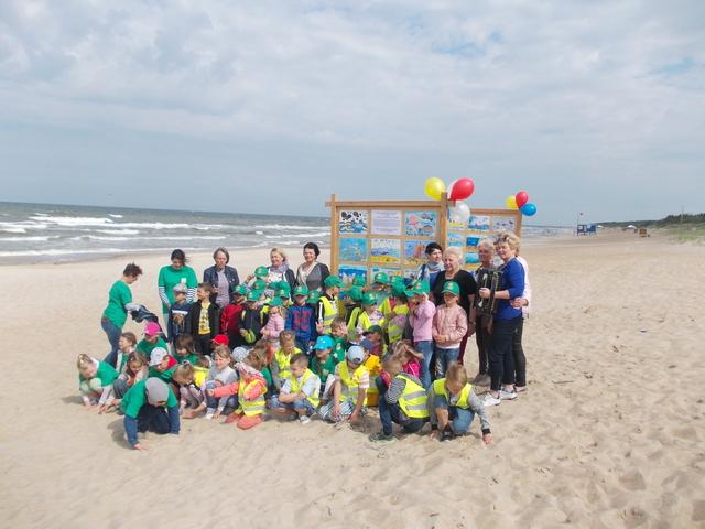 Vaikų kūrybinių darbų paroda Palangos Birutės parko paplūdimyje