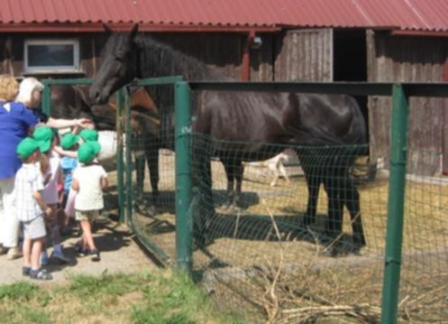 """Ukmergės darželio """"Eglutė""""vaikai ožkų ūkyje"""